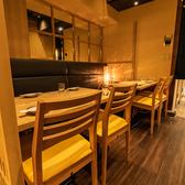 落ち着いた雰囲気のテーブル席では殻YABURI自慢のこだわりの卵を使った料理の数々をゆっくりとお召し上がりいただけます!ハイボールやカクテルなどのお酒と合う逸品もたくさんございます◎アラカルトやコースでお楽しみください♪