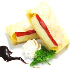 料理メニュー写真ストロベリードルチェのクレープ包み