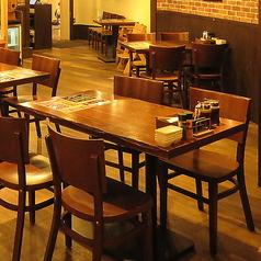 【最大24名様OK!】、お客様同士のお席の配置にも配慮しています。