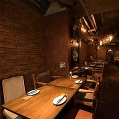 メインフロアには4名様掛けのテーブル席を2卓ご用意★連結する事も可能で、二次会などにも人気です!
