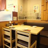 テーブルのお席は人数によりレイアウト自在です。ゆったりとお過ごしいただけるお席を完備しております。少人数での宴会にも最適なこちらのお席でコース料理をお愉しみ下さい。飲み放題付コースは3500円(税込)~ご用意しております。当店自慢のお料理をコースでお召し上がり下さい!絶品です。