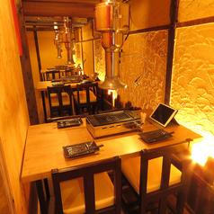 【2階】4名様用のテーブル席です。会社の仲間と宴会、気心の知れた友人とのお食事会など、様々なシーンでご利用いただけます。