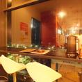 窓際のカウンター席は6階からの眺めがとてもよく見えます!夜には夜景がきれいに見えますので、カップルでデートなどにもおすすめです☆ぜひ李朝園 ならファミリー店ご利用くださいませ♪【大和西大寺/韓国料理/忘新年会/貸切/飲み放題/サムギョプサル/女子会/焼肉/ランチ/安い】