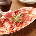 料理メニュー写真パルマ産ホエー豚の生ハム切りおとしとパンチェッタ