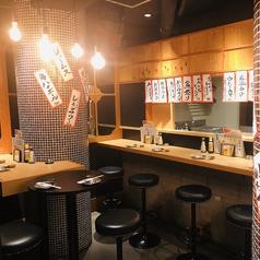 お仕事帰りにサクッと飲めるカウンター席あります。オープンキッチンのカウンター席で当店の料理人が振る舞う鮮魚の魚盛りを観ながら日本酒を♪
