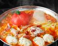 料理メニュー写真地鶏生つくねとチーズのトマト鍋