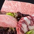 """【ハラミ】横隔膜の筋肉の部位。腰椎に接する部分は""""サガリ""""と呼ばれ美しい。分類は内臓系だが赤身肉に近い食感。柔らかく脂肪も豊富で濃い味があります。"""