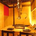 【2階】4名様用の個室です。4名様×4部屋との仕切りを外し、繋げてご利用することも可能です。