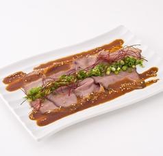 料理メニュー写真ローストビーフの麻辣カルパッチョ