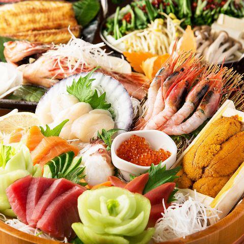 新鮮鮮魚の旨味を味わえる種類豊富なお刺身は産地にもこだわっています。たっぷり彩鮮やかに並んだお刺身は宴会では定番人気メニュー!本日の刺身八点盛り合わせや海鮮サラダなど、どれも絶品。コースでもその美味しさがご堪能いただけます。忘年会,飲み会のご予約お待ちしております!料理にぴったりのお酒もご用意してお待ちしております。