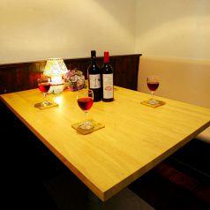 1階の半個室のテーブル席