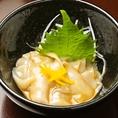 日本酒は常時50種以上取り揃えています!日本酒をより美味しく味わえるお料理も。浜松町・大門で飲むなら、日本酒専門店 萬亮へ!10人個室や30名貸切宴会も可能です。