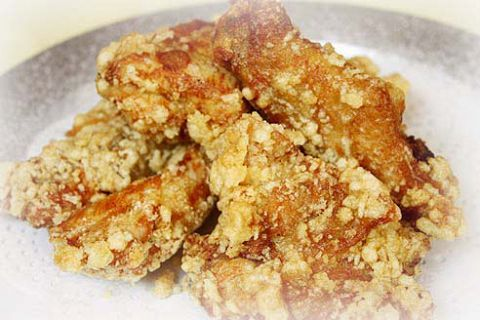 「大丸神戸店」東側「ニッケビル」の地下1階。一度は食べてほしい丹波地鶏の唐揚!