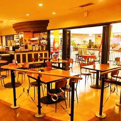 ビアレストラン ケニーズ BEER RESTAURANT KENNY'S プラザハウス店の雰囲気1