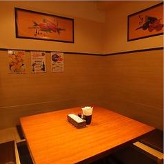 【6名様×1席】 半個室のテーブル席です。少人数での宴会やお食事会・飲み会等にもご利用頂けます!!落ち着いた空間で、お食事をお楽しみいただけます。