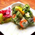 料理メニュー写真海老とアボカドのゴイクン