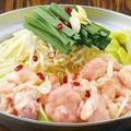 料理メニュー写真国産牛のもつ鍋(醤油ダシ・ピリ辛チゲ風ダシ)