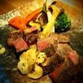 料理メニュー写真No.3 霜降り国産牛のサーロインステーキと彩り野菜のフリット