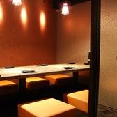 【同僚や仲間との飲み会に、最適な空間をご提供します】個室でゆったりのんびりお過ごしいただけるお席を多数ご完備しております!こちらのお席は接待にもご利用されるお客様が多数◎寛げる空間でのお食事をご堪能下さいませ♪コース、逸品料理、ドリンク豊富にご用意しております!飽きることなく最後までお愉しみ下さい!