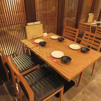 4名様向けのテーブル席は、少人数の急なのj未開にも