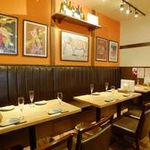 店内奥のゆったりとくつろげるソファーがあるテーブル席は最大で12名様までのご宴会が可能です。