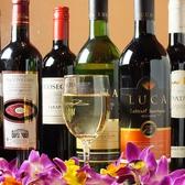 珍しいインドワインなど、ワインの種類も豊富なサムラート◎店頭にはワイン樽をディスプレイしております。会社帰りのサク飲みはもちろん、パーティーなど様々なシーンでお使い頂けます。20名様~最大50名様まで店内まるごと貸切も可能なので、お気軽にお問い合わせください。