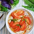料理メニュー写真完熟トマトと蒸し鶏のフォー