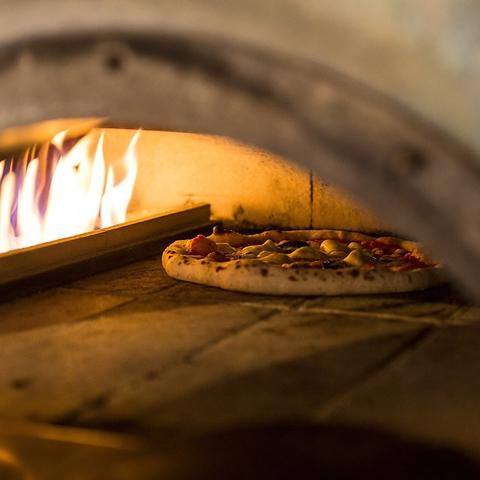 窯で焼き上げる本格ピッツァや一品一品丁寧に作られた本格イタリアンをカジュアルに!