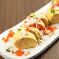 料理メニュー写真蟹といくらののった出汁巻き卵