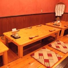 足を延ばして寛げる掘りごたつ席は観光の疲れを忘れながら沖縄の夜を楽しめる!最大宴会は20名様ほどでお座りいただけます!