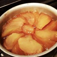 たっぷりとリンゴを使用し、丁寧に作り上げております。