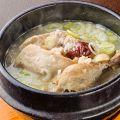 料理メニュー写真≪健康・美容に良くて体も温まる≫薬膳たっぷりの自家製参鶏湯
