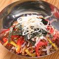 料理メニュー写真ビビン麺