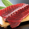 鮮度にこだわったまぐろ料理をはじめ、葱豚しゃぶ鍋や新鮮魚介とお肉を使った鉄板料理など、絶品料理をご提供させていただきます。