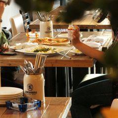 《3名から4名》ブッフェスペースの近くは女性に人気です☆ゆっくりお話をしながら美味しい料理を家の近くで。。