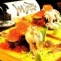 料理メニュー写真びっくり炙りトロ鮭巻/てんこ盛りカニ寿司/てんこ盛りカニイクラ寿司