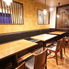 【4~12名様】気心の知れた仲間同士の集まりはテーブル席がちょうどいい!ご利用人数によってテーブルのレイアウトの変更可能なフレキシブル席。