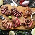料理メニュー写真熟成牛ステーキの盛り合わせ 名物ウッシーナ盛り   大4種