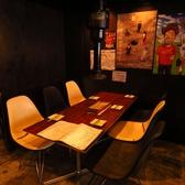 ご友人との飲み会や同僚とのご宴会の際はテーブル席へご案内させて頂きます!6人掛けと4人掛けがございます♪