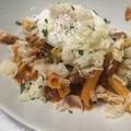 料理メニュー写真【パスタ料理】ガルガネッリ ポーチドエッグをのせた自家製サルシッチャのトマトソース