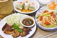 タイ東北地方イサーンの美食を集めた「イサーンセット」