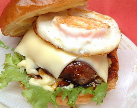 スローフードのハンバーガーです☆手作りのソースは4種類も♪テラスはペットもOK★
