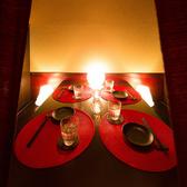 デート利用でのご利用も人気のお席。ぬくもり感のある雰囲気で特別な空間をお過ごしいただけます。あたたかな色味で静かに灯る間接照明が心地よい空間を作り上げます。。恵比寿★居酒屋★個室★飲み放題