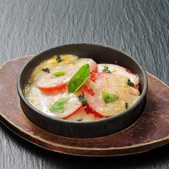 鉄板餃子/トマトチーズ鉄板