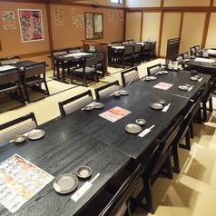最大40名様まで入れるお座敷個室。テーブル席でご年配の方でも安心