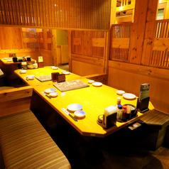 ご友人とのお食事にも便利な4名テーブル席!