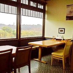 自然溢れる窓からの眺めも◎美味しいお食事と景色を楽しめます♪