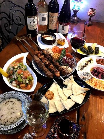 本格トルコ料理とお酒で特別な夜を☆トルコより輸入したインテリアも必見!