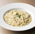 料理メニュー写真ポルチーニ茸とブレンデットチーズソースのリゾット