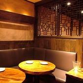 円卓のソファー個室は6名様~10名様までご利用可能です。合コン・女子会・忘年会・歓送迎会など幅広くご利用可能。
